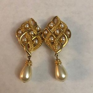 Vintage Swarovski gold plated earrings/faux pearls
